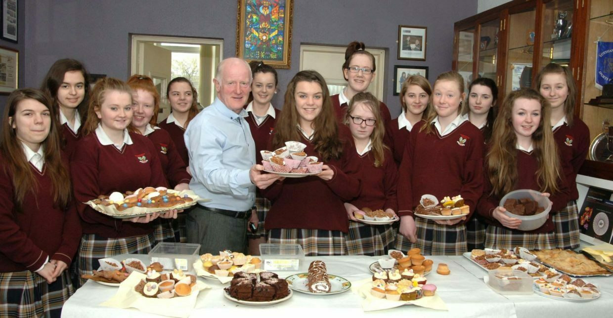 Students at Presentation College, Tuam taking part in Alzheimer Tea Day with Noel Higgins (Western Alzheimers