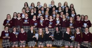 """The girls with their tickets for the """"Blood Brothers """" show at the Bord Gais Energy Theatre in Dublin"""
